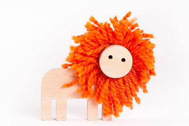 Kipod Pom Pom Lion Danish by Design