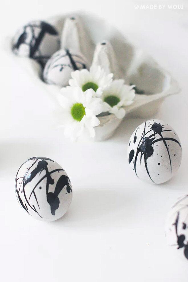 Easter Egg Decorating: Black marble egg