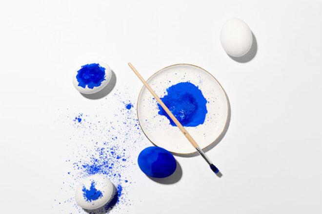 Easter Egg Decorating: blue dust Easter egg