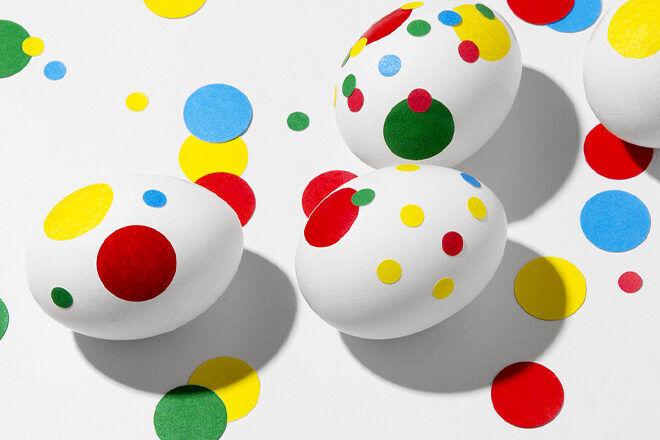 Easter Egg Decorating: colourful dot egg craft