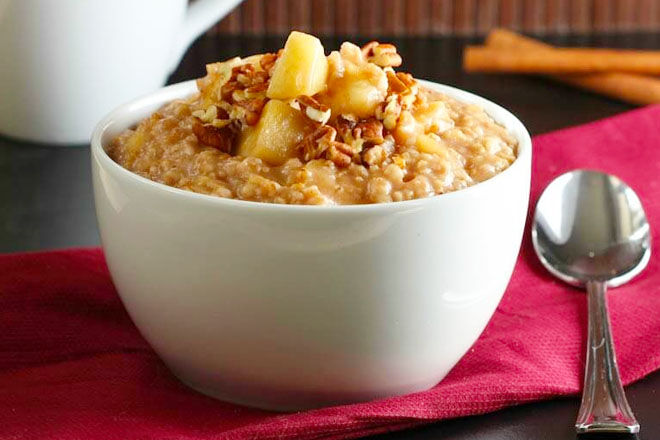 Apple, cinnamon and pecan porridge