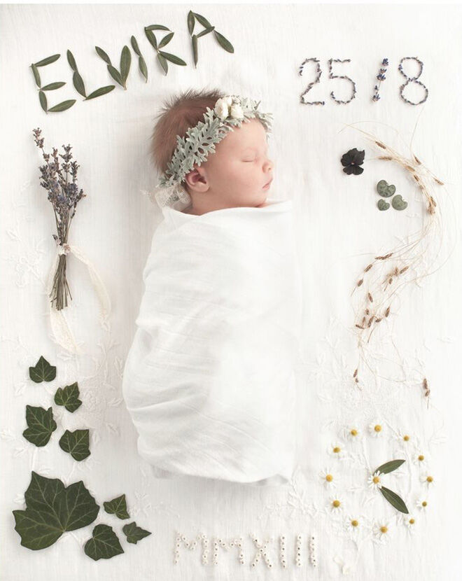 Baby announcement flowers and leaves