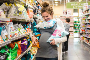 Pregnancy photoshoot in supermarket