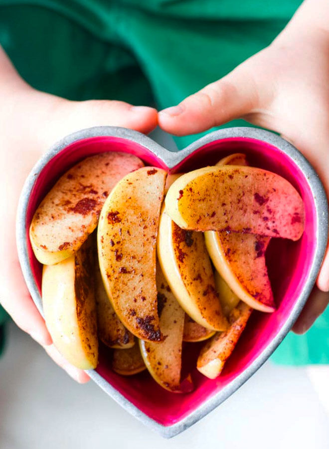 Sautéed apple slices with cinnamon, healthy finger food for baby