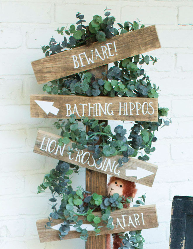Safari baby shower entrance board