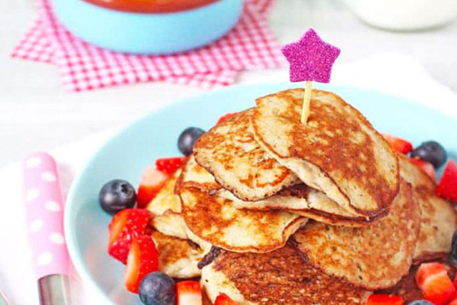 Finger food for baby, two-ingredient pancakes