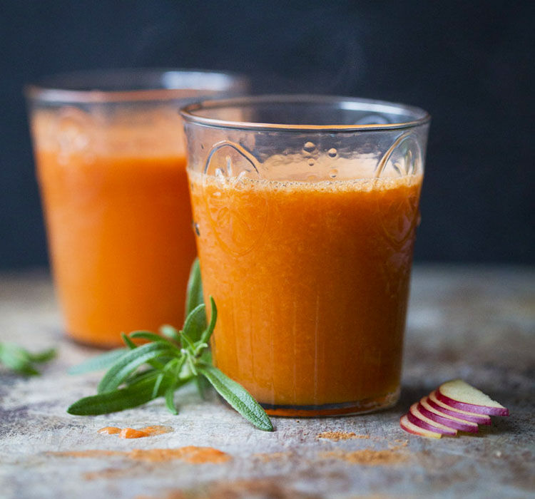 Warm carrot and apple juice