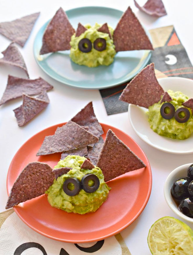 Guacamole bats, and easy and healthy snack for Halloween