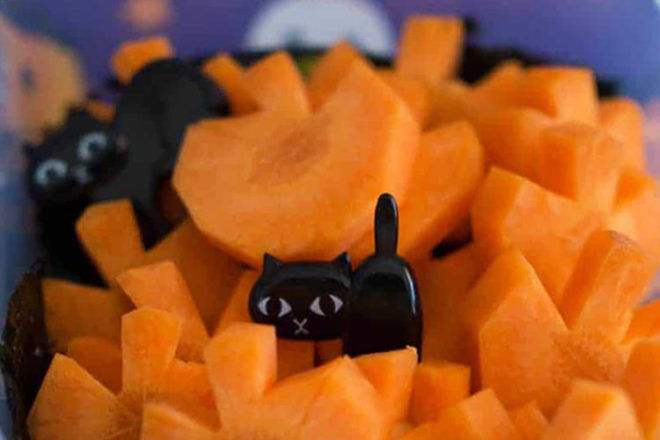 Carrot pumpkins and black cats for the lunch box on Halloween