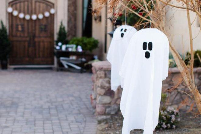 halloween decorations hanging ghosts