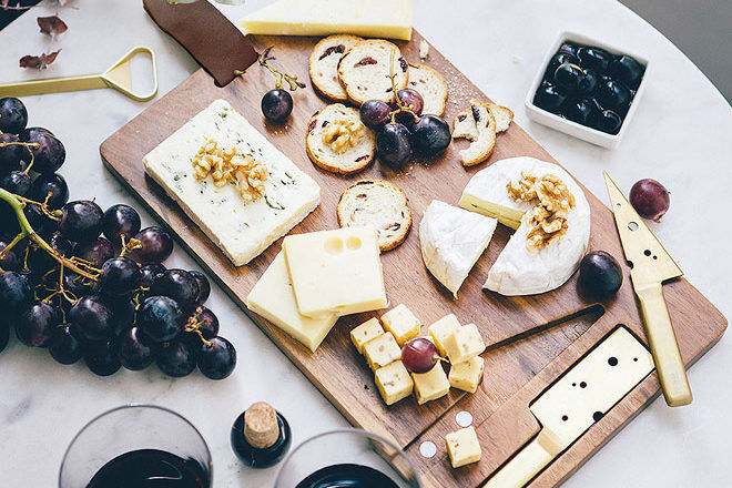 Cheeseboard with gold knives