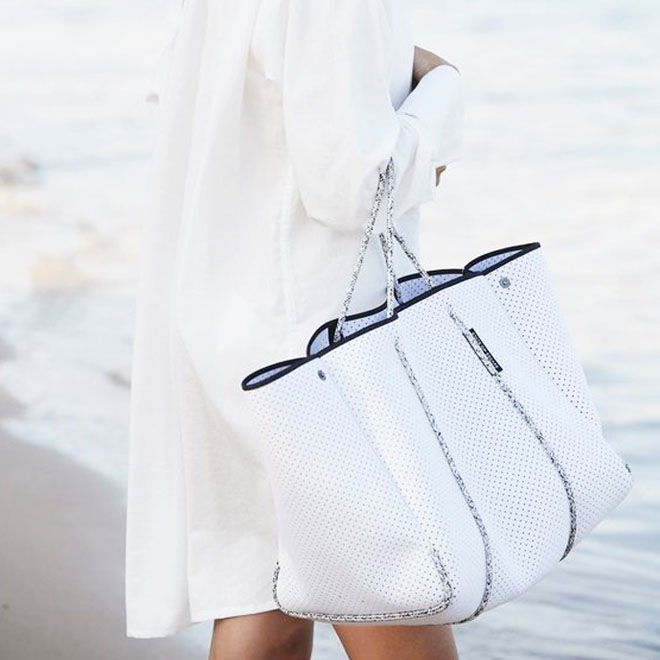 Escape tote white