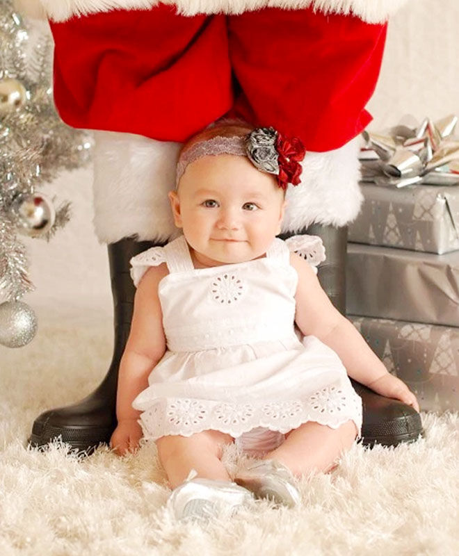 Baby's first Christmas photo ideas - baby sitting in front of Santa