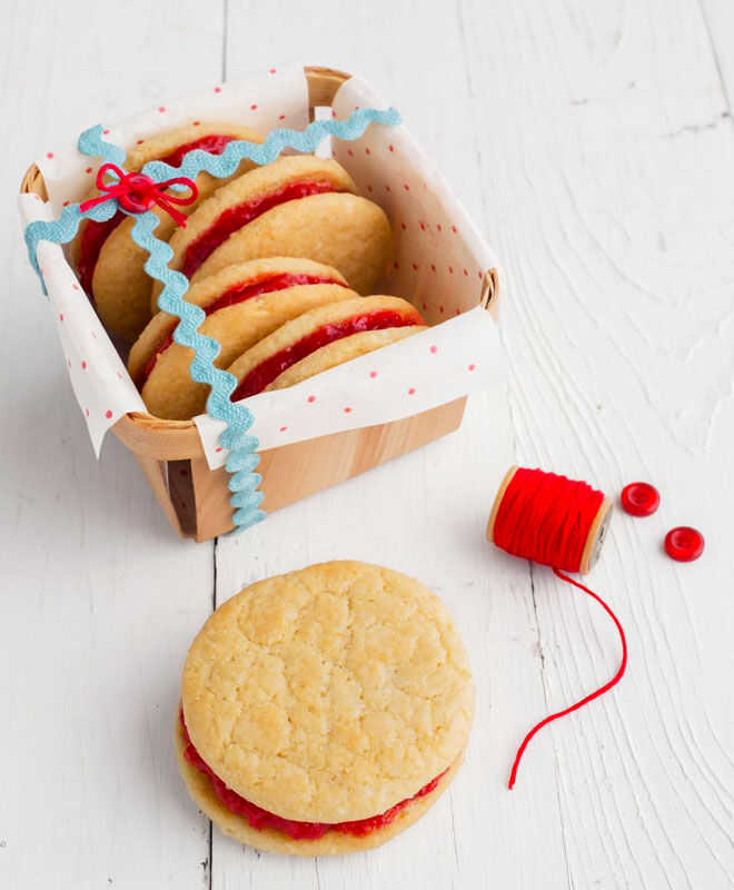 Jam sandwich Christmas cookies