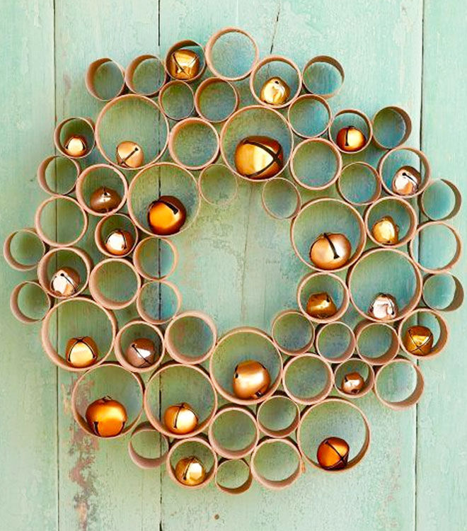 Toilet roll Christmas wreath with bells