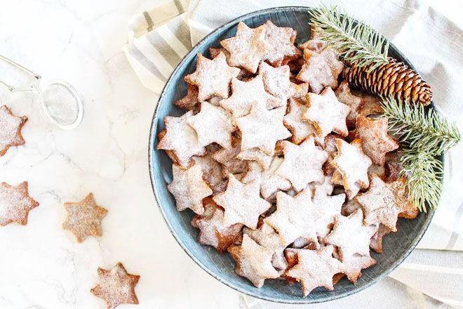 Almond and cinnamon Christmas star cookies