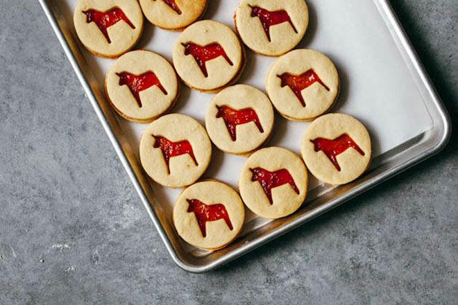 Rhubarb linzer Christmas cookies