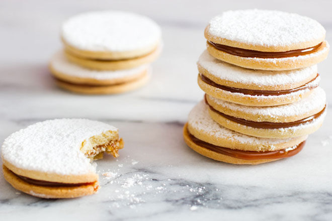 Dolce de leche cookie sandwiches