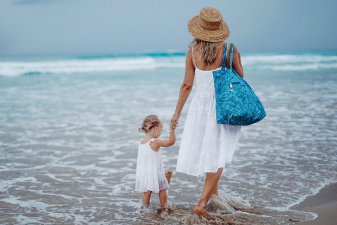 What to look for when buying a beach bag | Mum's Grapevine