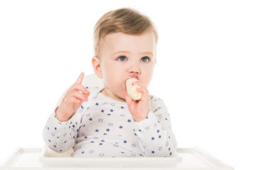 Baby finger food tip to help with slippery foods | Mum's Grapevine