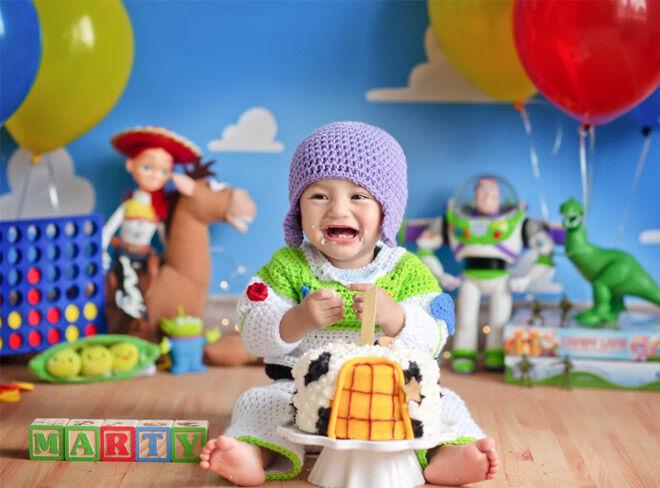 Toy Story cake smash photo shoot