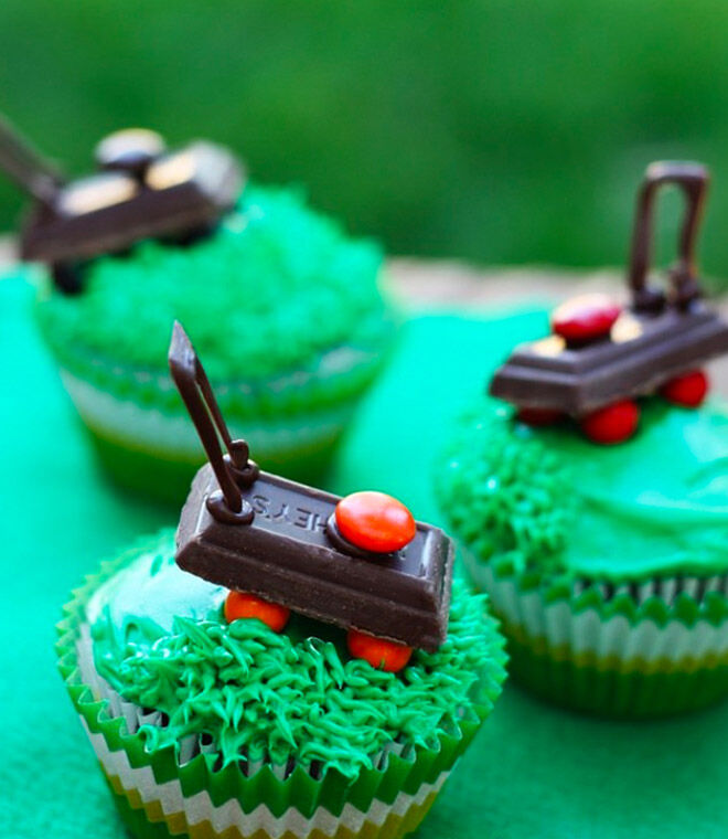 Lawn mower cupcakes - a fun homemade gift for Father's Day