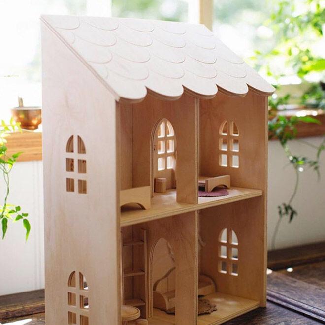 Pretty in Pine handmade dolls house