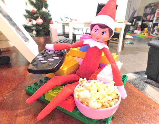 Elf on the Shelf Lego lounge