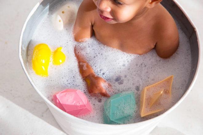 Oli & Carol bath toys