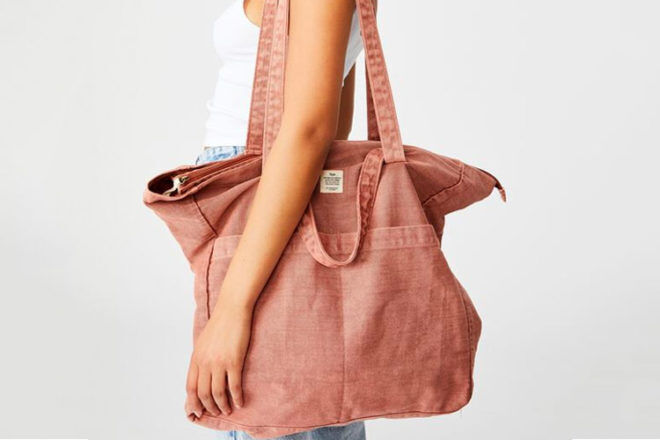 Beach Bags: Cotton On